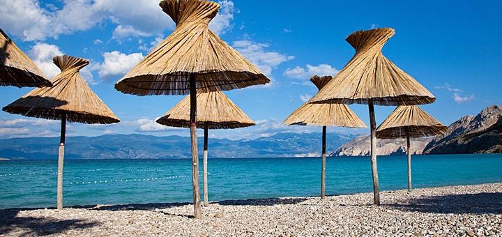 Pláž Baška - ostrov Krk, Chorvatsko