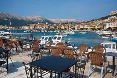 Reštaurácie a lode v Baške - Krk, Chorvátsko
